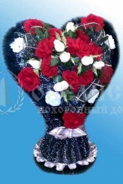 Корзина из искусственных цветов (корзина сердце)