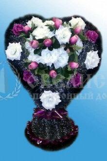 Корзина искусственных цветов (сердце)